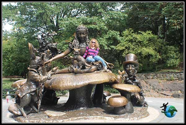 Estatua de Alicia en el País de las Maravillas