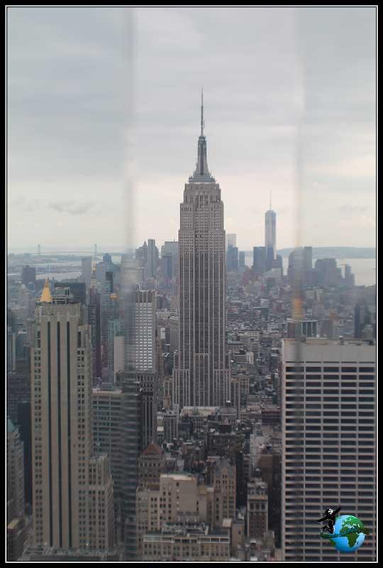 IVistas a través de los cristales de Seguridad de la planta 67 del Rockefeller