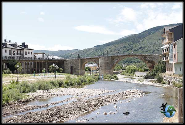 Vistas del Puente Romano desde el barrio de los Tejedores