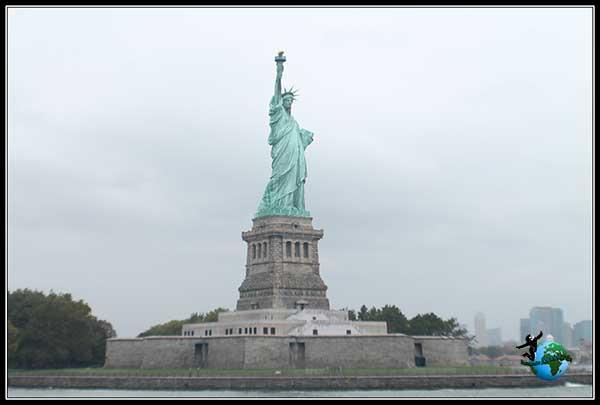 La estatua de la Libertad cada vez más cerca, New York