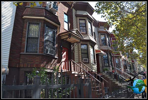 Casas típicas residenciales del barrio de Brooklyn.
