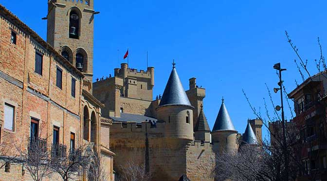Dia 4 Navarra Roncesvalles– Olite – Cerco de Artajona – Monasterio de Irache – Estella – Puente la Reina.