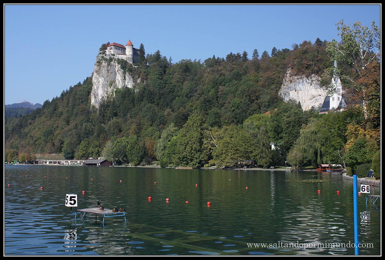 1815 - Castillo e Iglesia de San Martín cerca del Lago Bled lun26-9
