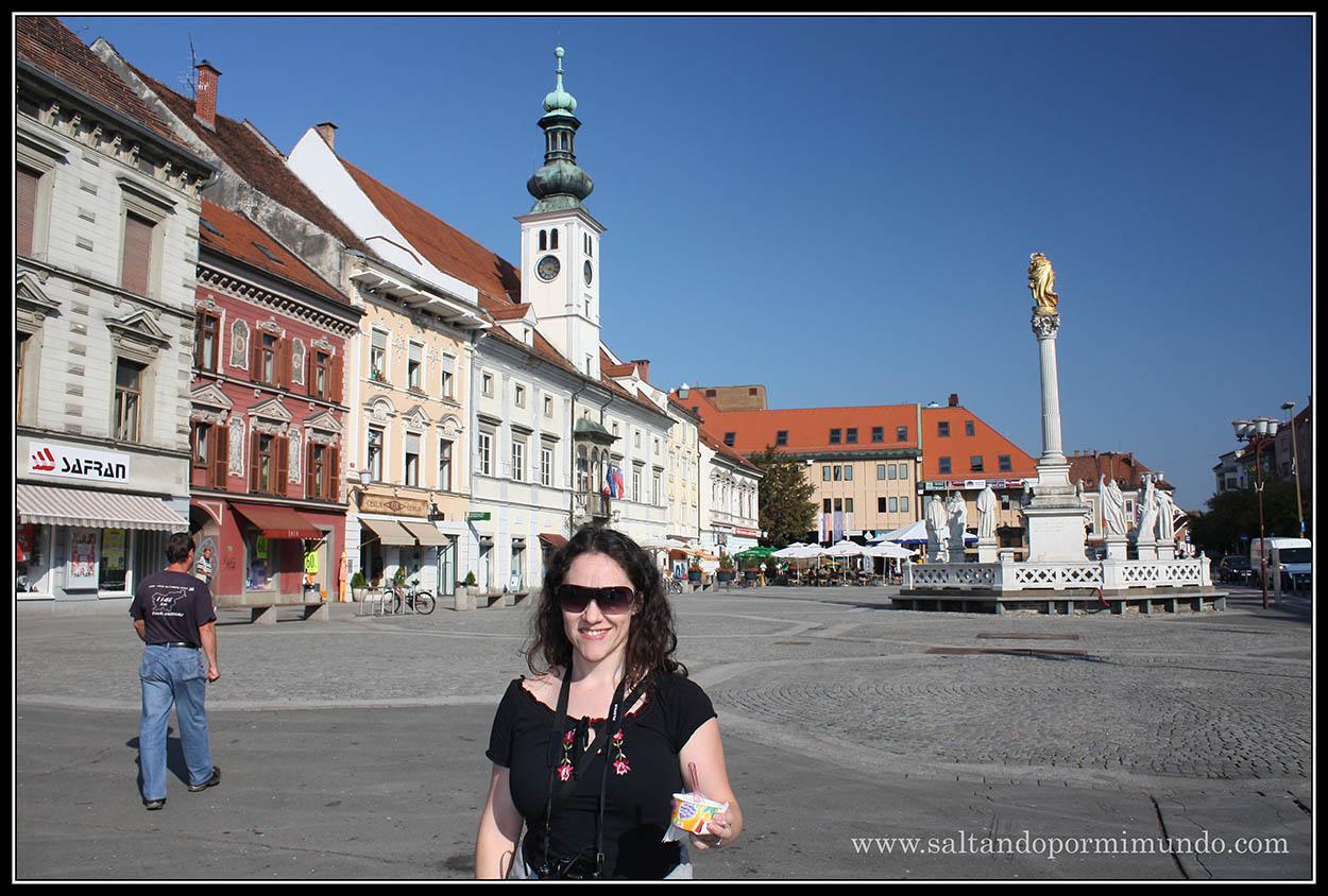 1869 - Patry con la columna de la Virgen y el viejo Ayuntamiento en Glavni Trg de Maribor lun26-9