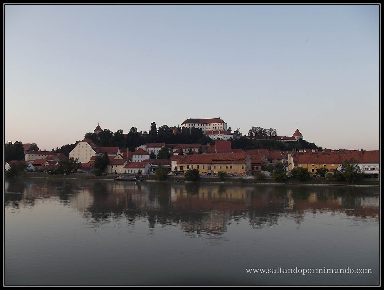 1956 - Vista de Ptuj desde la otra orilla del Drava lun26-9