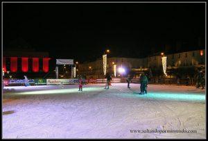 Patinando sobre hielo en el Mercadillo Navideño en Tours, Valle del Loira.