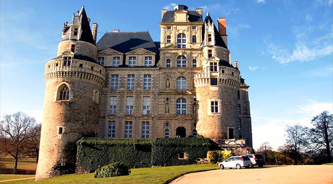 Viaje al Valle del Loira en Navidad. Dia 2. Angers – Chateau de Brissac – Chateau de Saumur – Chateau de Breze – Abaye Royale de Fontevraud – Tours