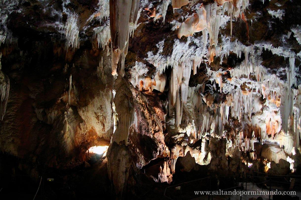 Visitar el interior cuevas del Águila