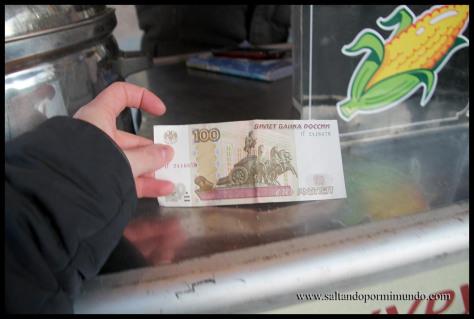 Billete de 100 rublos rusos.