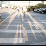 Pasos de peatones delimitados según el sentido que lleves.