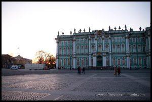 Palacio del Hermitage y puesta de sol.