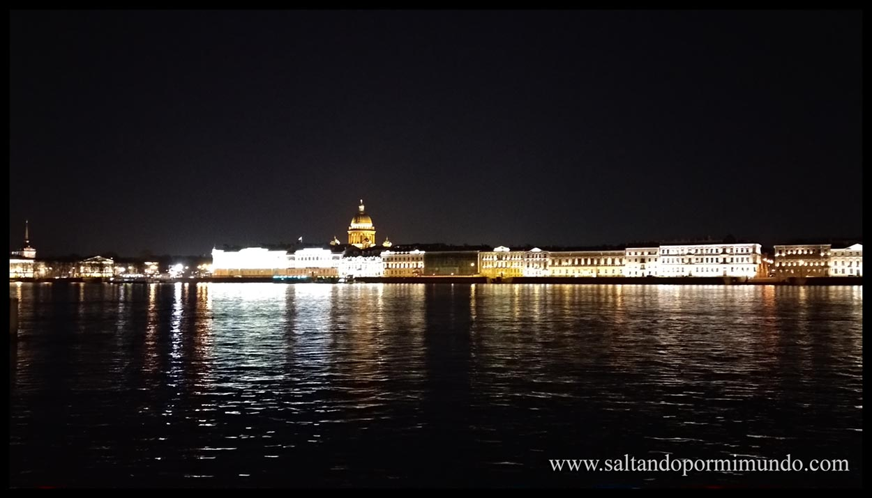 San Petersburgo de noche es más bonito si cabe que de día.