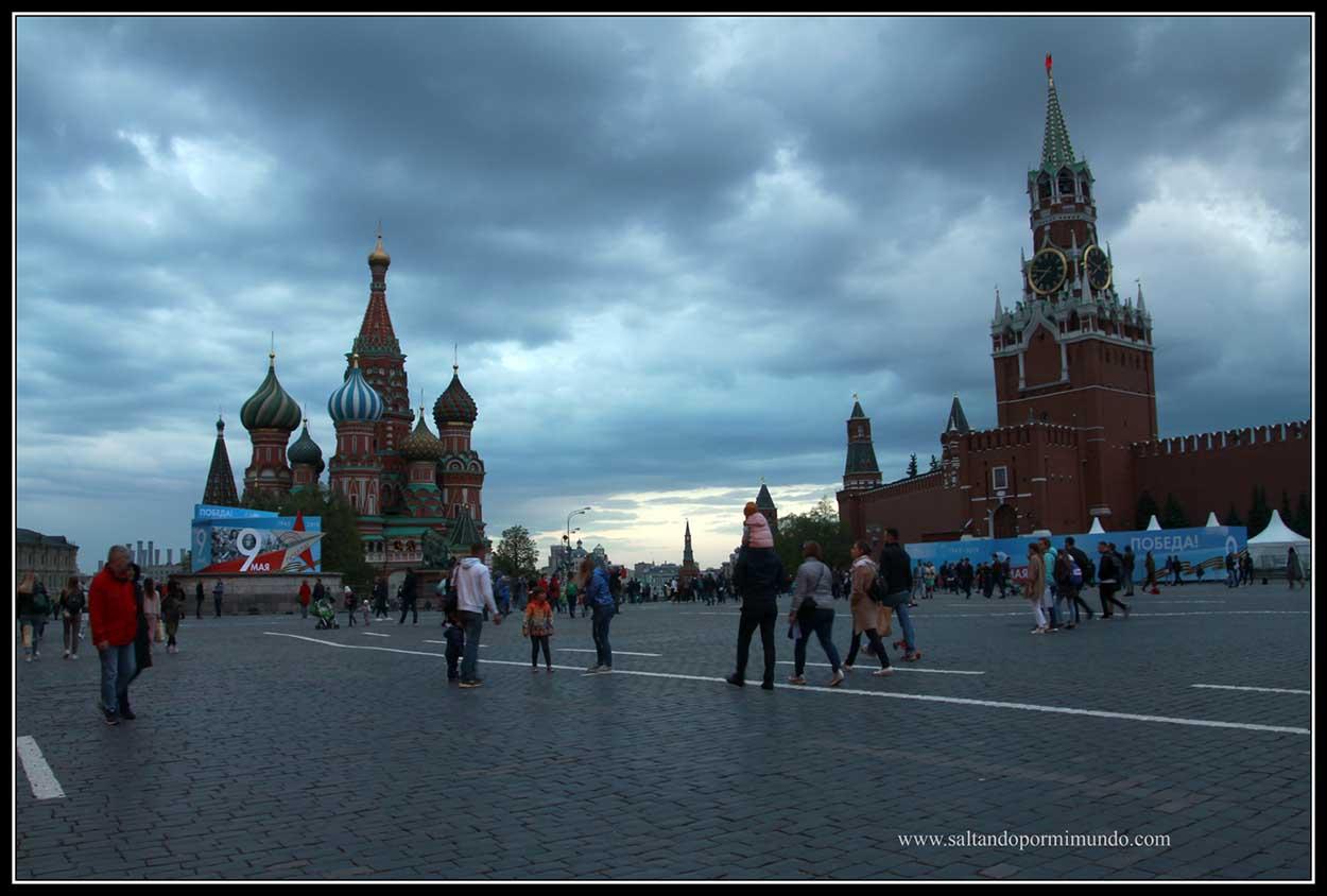 Qué ver en Moscú, Catedral de San Basilio y Kremlin, en la Plaza Roja.