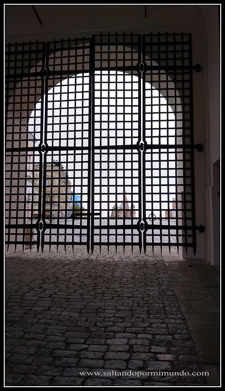 Entrada a la Plaza Roja cerrada
