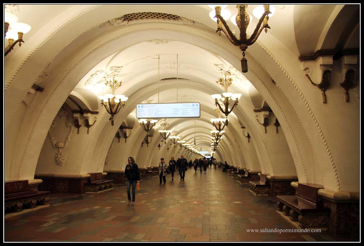 Estación Zaryadye, que da acceso a la calle ARbat, la calle comercial más importante de Moscú.