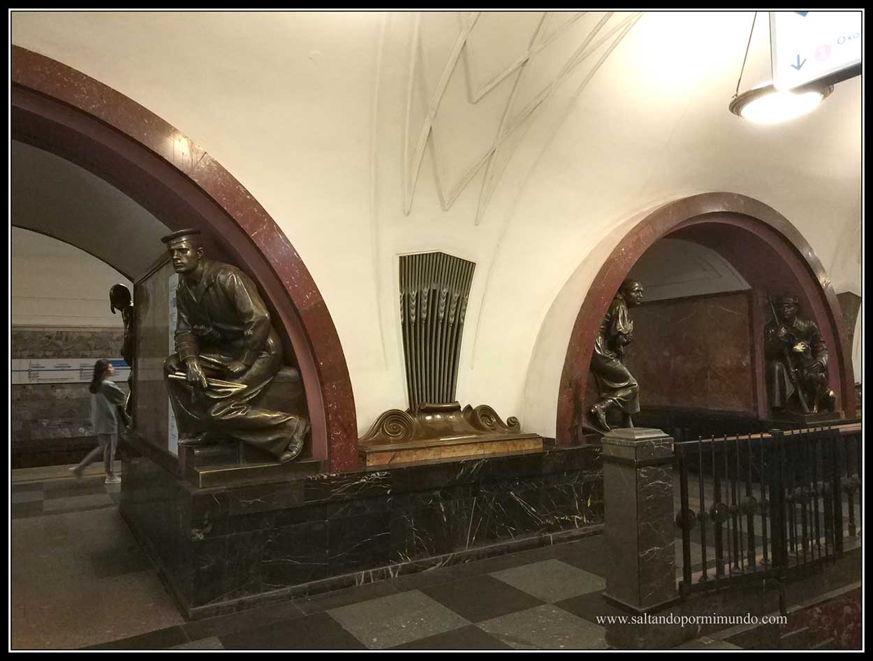 El Metro de Moscú es uno de lo más impresionantes del mundo.