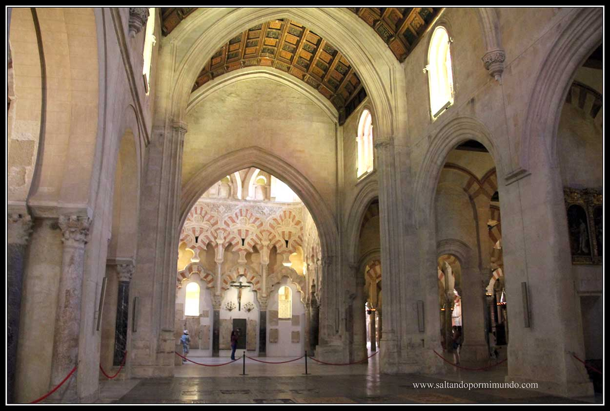 Nave central de la Mezquita de Córdoba
