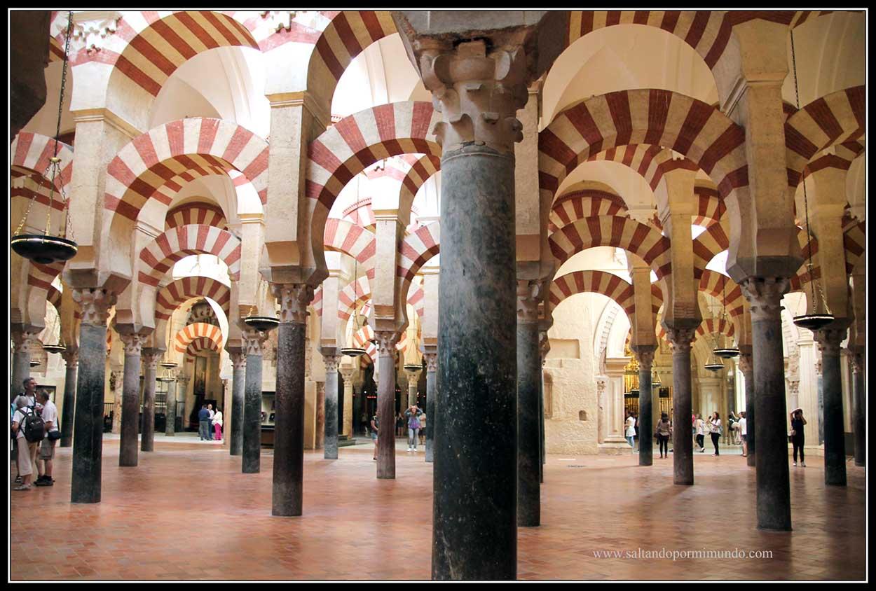 Arcos bicolores en el interior de la Mezuita de Córdoba
