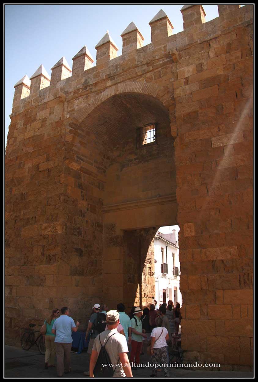 Puerta de Almodvar. Única puerta que se conserva de la Muralla de córdoba.