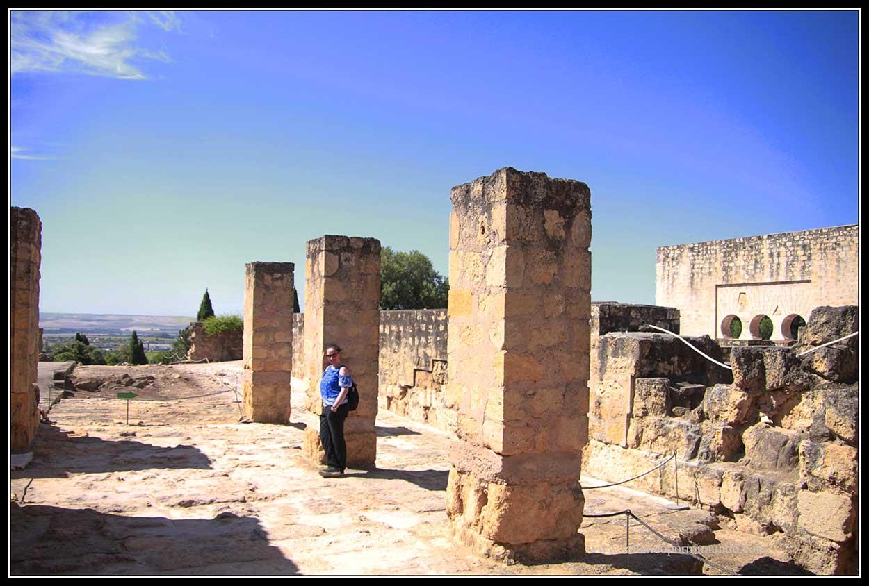 Recorriendo el Yacimiento Medina Azahara