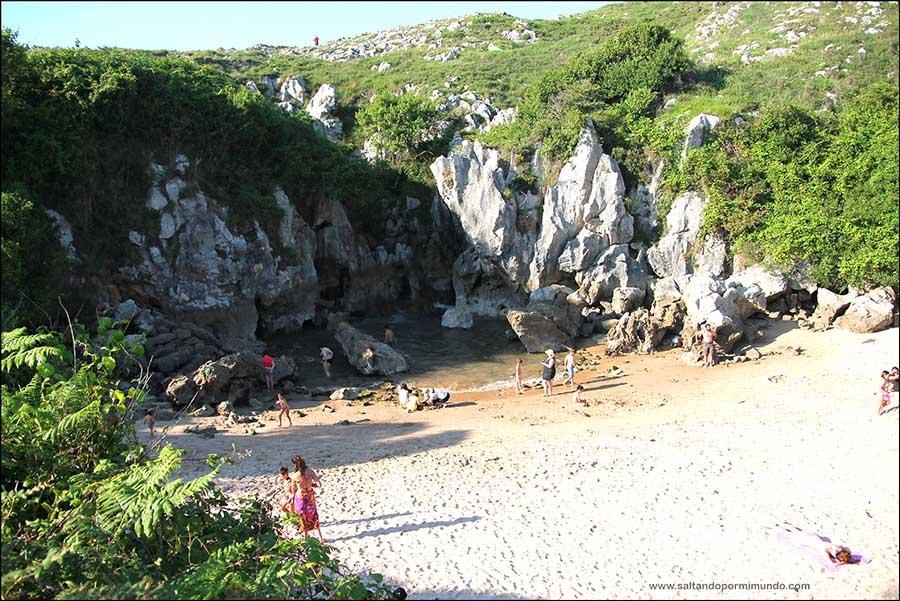 Qué ver en Asturias, Playa de Gulpiyuri