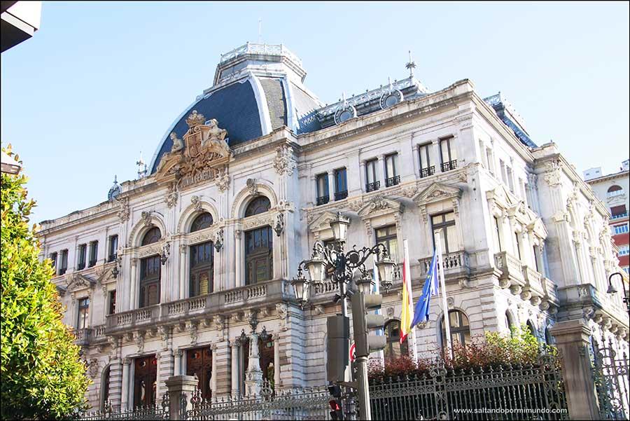 Qué ver en Oviedo en uno o dos días, Edificio Junta General del Principado de Asturias