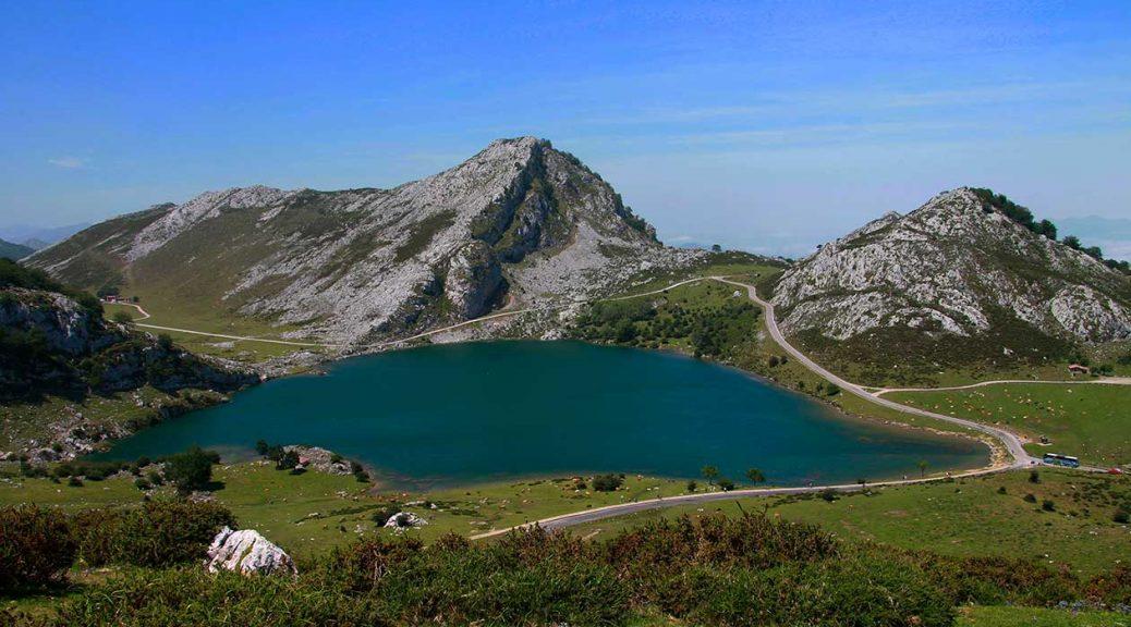 Visitar Cangas de Onís y Ruta circular por los Lagos de Covadonga