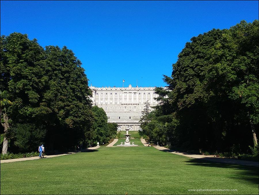 Las mejores vistas del Palacio Real son desde los jardines del Campo del Moro