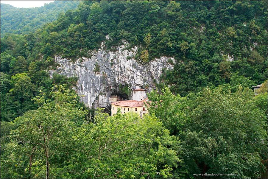 Que´ver en covadonga, Basílica y Santa Cueva