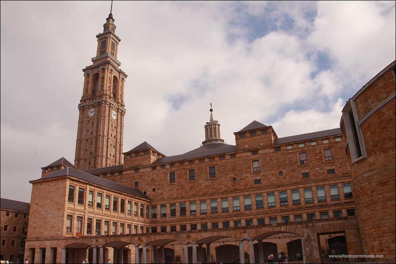La Laboral de Gijon, una de las Universidades más bonitas de España