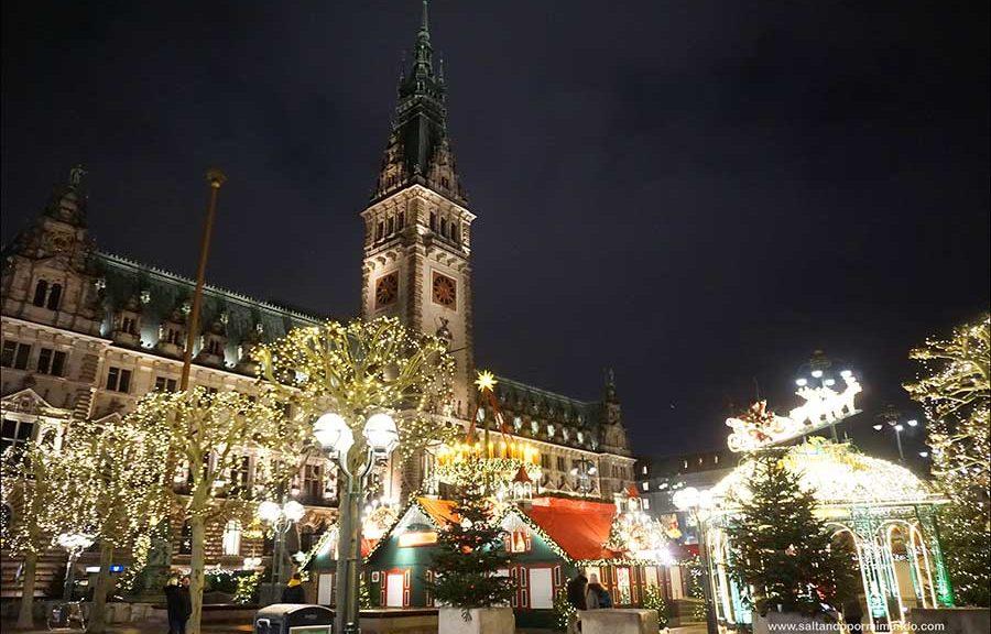 Mercado de Navidad histórico del ayuntamiento de Hamburgo